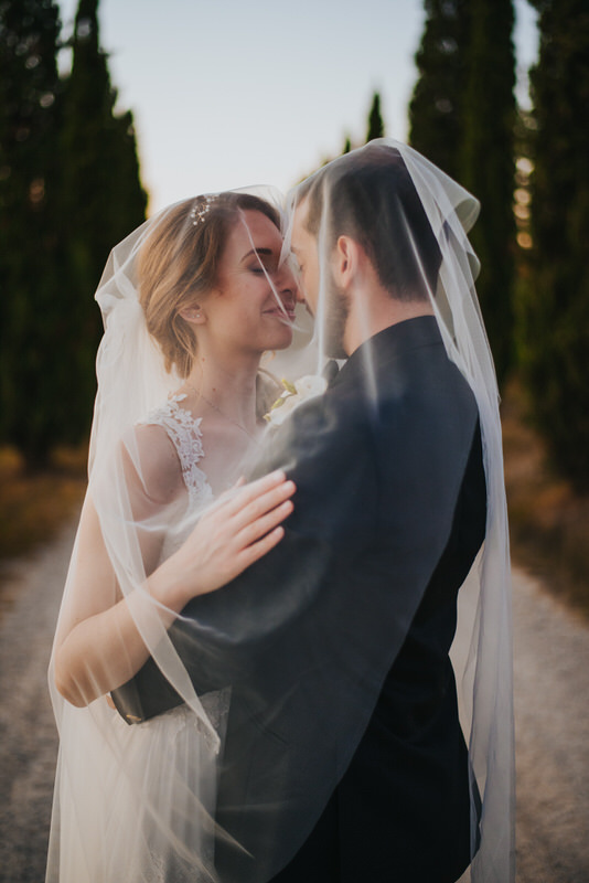 portrait-wedding-couple-at-sunset-veil-